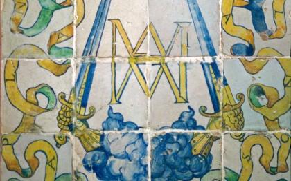 Carreaux aux initiales AM du Connétable Anne de Montmorency et de Madeleine de Savoie